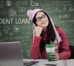 סטודנטית חושבת על ההלוואה שלה