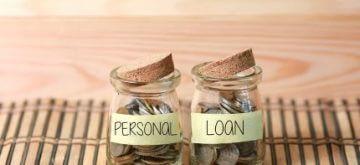 צנצנות עם כסף שרשום עליהן הלוואה פרטית