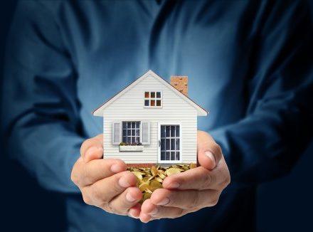 דגם של בית מוגן כמטאפורה לביטוח משכנתא