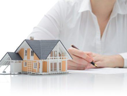 דגם של בית שמיועד למכירה