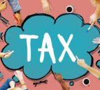 אנשים מציירים את המילה מיסים