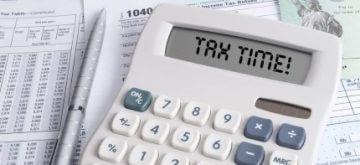 מחשבון שכתוב עליו זמן לתשלום מיסים