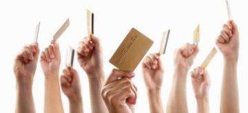 הרבה אנשים מחזקים כרטיס אשראי אקטיב