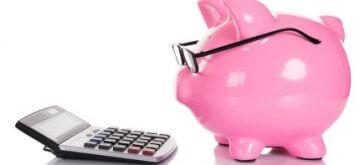קופה ומחשבון שמסמנים חסכון בקרן השתלמות
