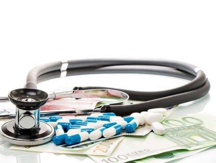 שטרות כסף ואביזר רפואי