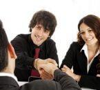 זוג שפתח עסק חדש מקבל הלוואה