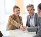 """זוג חותם על הלוואה לגישור ע""""ח קרן השתלמות"""