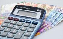 מחשבון וכסף שניתן כהלוואה מהירה