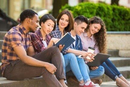 """סטודנטים שלומדים בחו""""ל"""