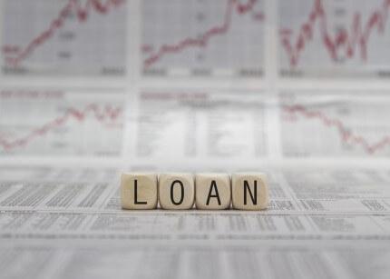 המילה הלוואה על גרפים של נתונים פיננסים