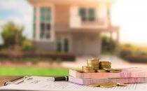 כסף מונח על טופס הלוואה לכל מטרה