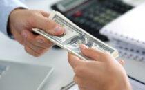 העברת כסף בין שני אנשי עסקים מקרנות מימון
