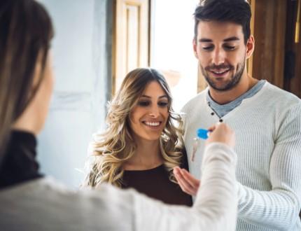 זוג שקיבל הלוואה לרכישת בית