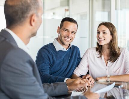 פגישת עסקים בנוגע להלוואת גישור