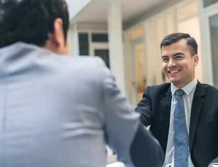 פגישת עסקים להלוואה לעסק בהקמה