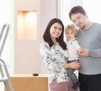 זוג צעיר בדירה שזכה במחיר למשתכן גדרה